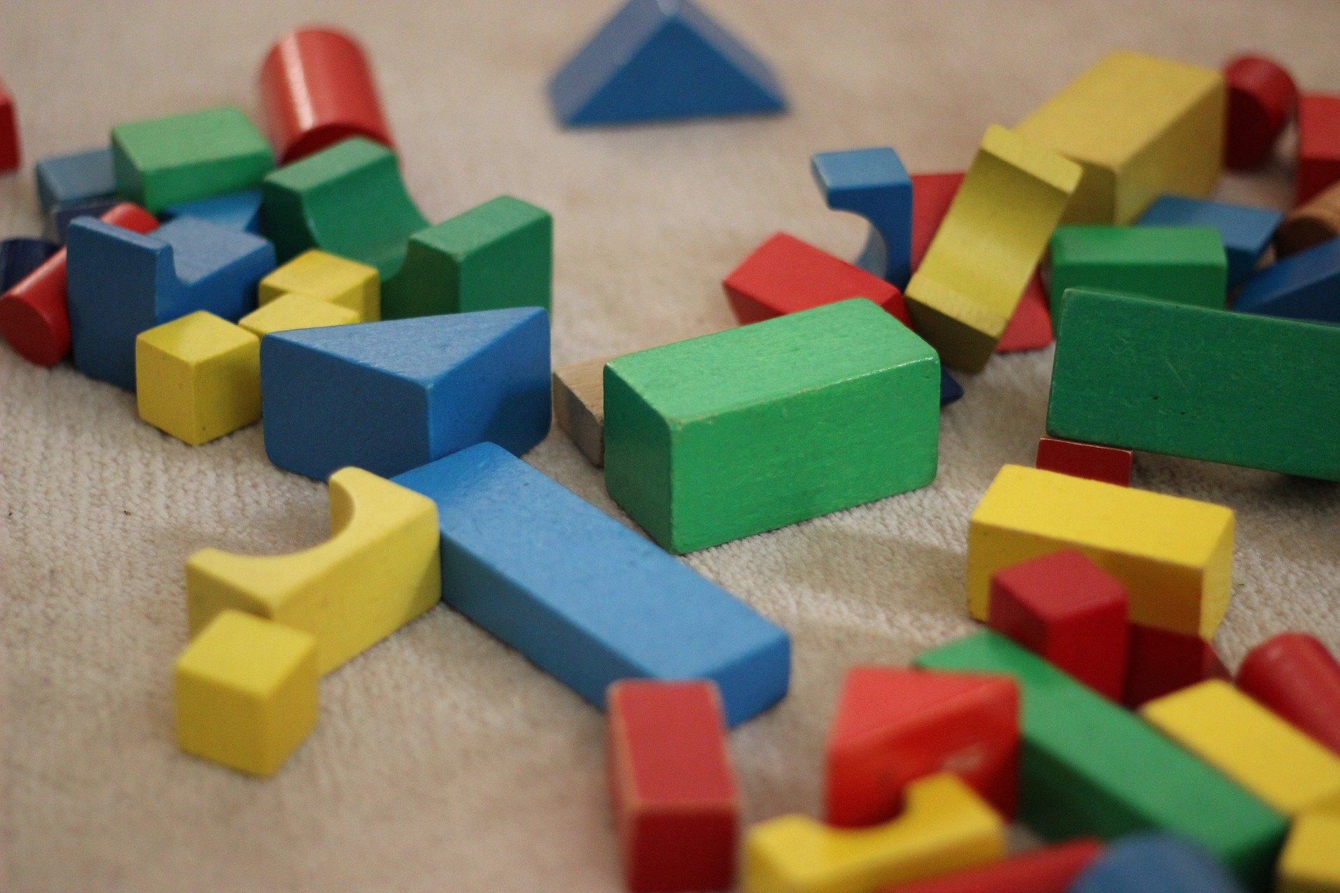 giochi in casa - giocare con le costruzioni